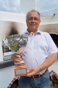 Stefan Heibel mit dem Sieger-Pokal: 1. Konkurs in Zone 2 ab Marseille (850 KM)